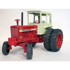 1/16 International 1256 with duals & cab