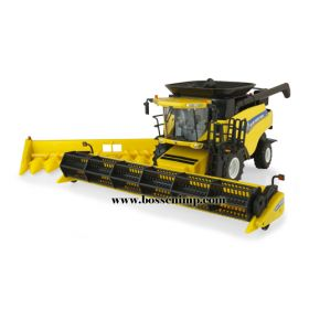 1/32 New Holland Combine CR-8090 w/2 heads