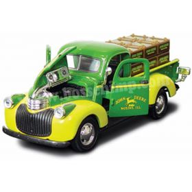 1/43 Chevy Pickup 1941 with Crates John Deere
