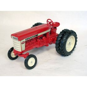 1/16 Farmall 560 WF with duals '79 Toy Farmer