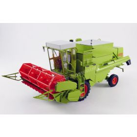 1/32 Claas Combine Dominator 85 with cab