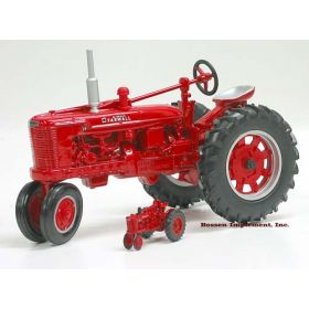 1/16 Farmall H Gas NF with 1/64 H Set
