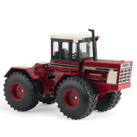 1/32 International 4586 4WD with single wheels