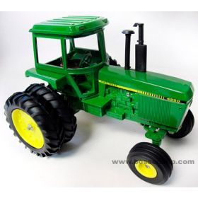 1/16 John Deere 4250 with duals 1982 National Farm Toy Show Edition
