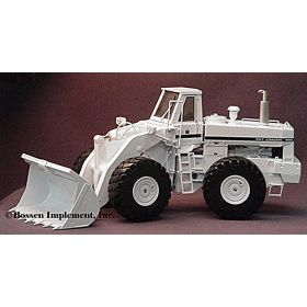 1/25 International Pay Loader 560 in White