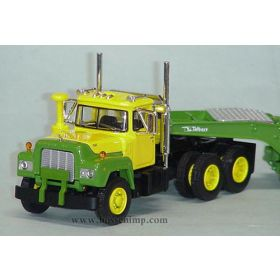 1/64 Mack R w/lowboy trailer green & yellow