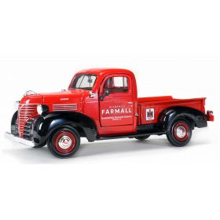 1/25 Plymouth pickup '41 Farmall Blue Ribbon Service
