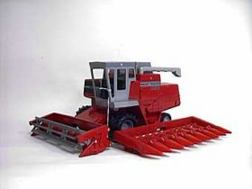 1/20 Massey Ferguson 850 combine with 2 heads