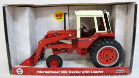 1/16 International 986 tractor with loader