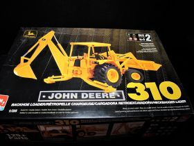 1/25 John Deere 310 Backhoe/Loader  Model Kit