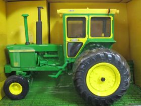 1/16 John Deere 4320 with Hiniker cab Collector Edition