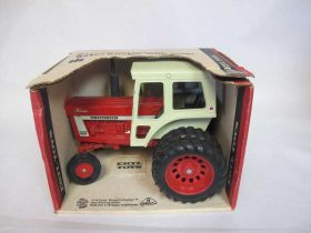 1/16 International 1466 with duals and cab