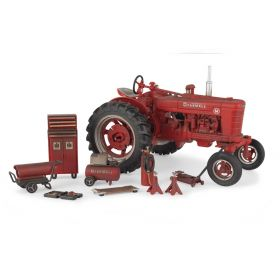 1/16 Farmall M WF Barn Find Dusty Ertl 75th Anniversary