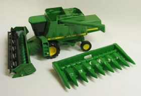 1/28 John Deere Combine 9500 with 2 heads
