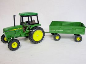 1/16 John Deere 2750 Utility tractor with barge wagon