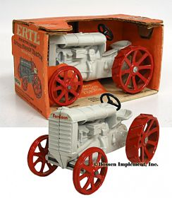 1/16 Fordson tractor in orange box