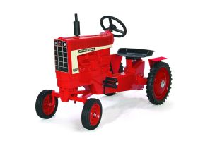 International 1466 WF Pedal Tractor
