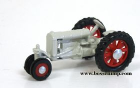 1/64 Fordson NF on rubber
