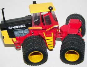 1/64 Versatile 1150 4WD with triples