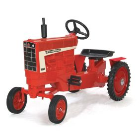 International 1066 WF Pedal Tractor