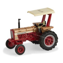 1/64 Farmall 656 WF 2017 National Farm Toy Museum