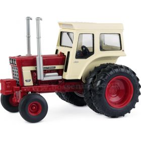 1/32 International 1468 WF with duals & white cab
